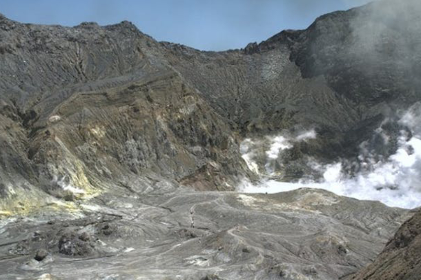 Photo of the crater at Whakaari/White Island