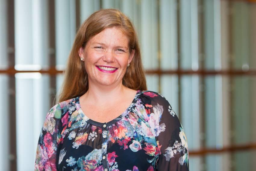 Associate Professor of Management Katherine Ravenswood