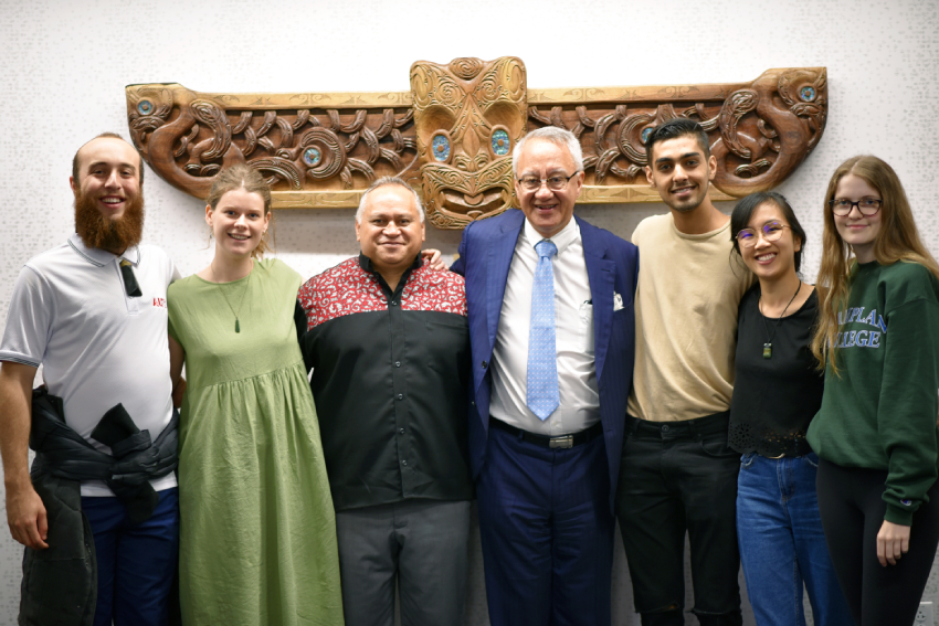 AUT staff and exchanges students with Te Hononga