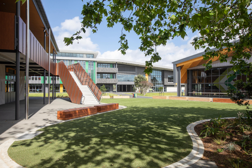 Photo that shows the buildings and lawn of the new campus of Western Springs College - Ngā Puna o Waiōrea.